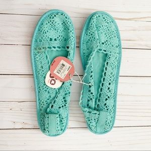 SO blue crochet flats NWT